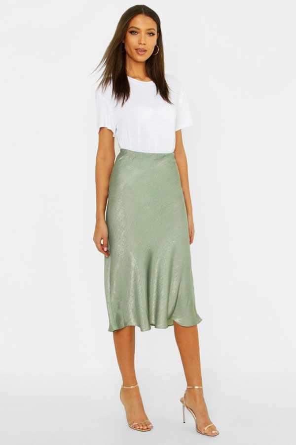 С чем носить атласную юбку летом